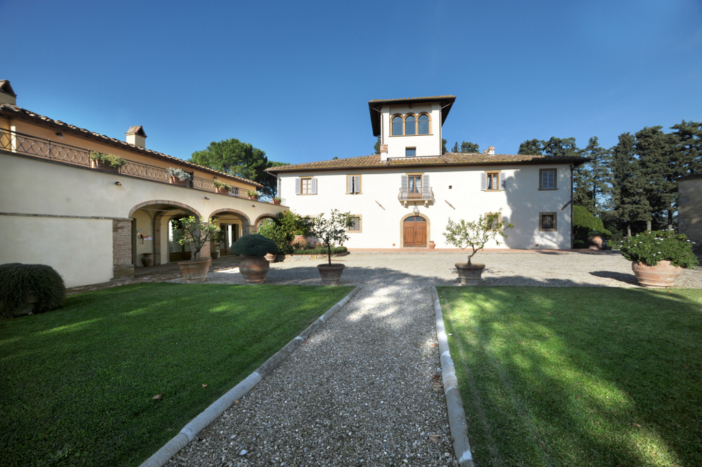 Certaldo country estate front view