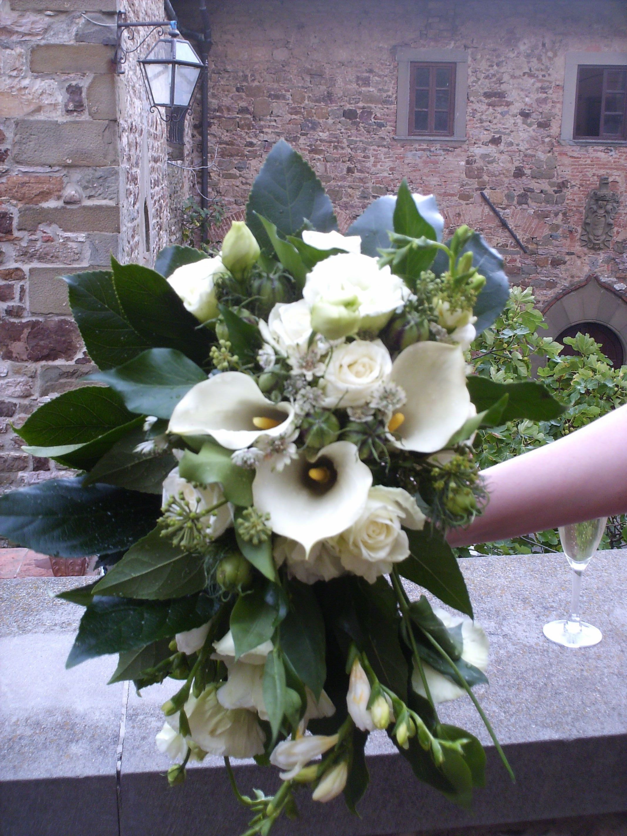 Shabby flower bouquet with calla lilies