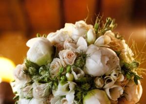bespoke ivory bridal bouquet