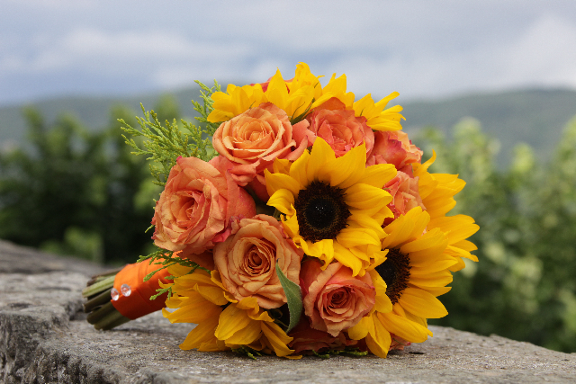 Bridal bouquet made of sunflowers