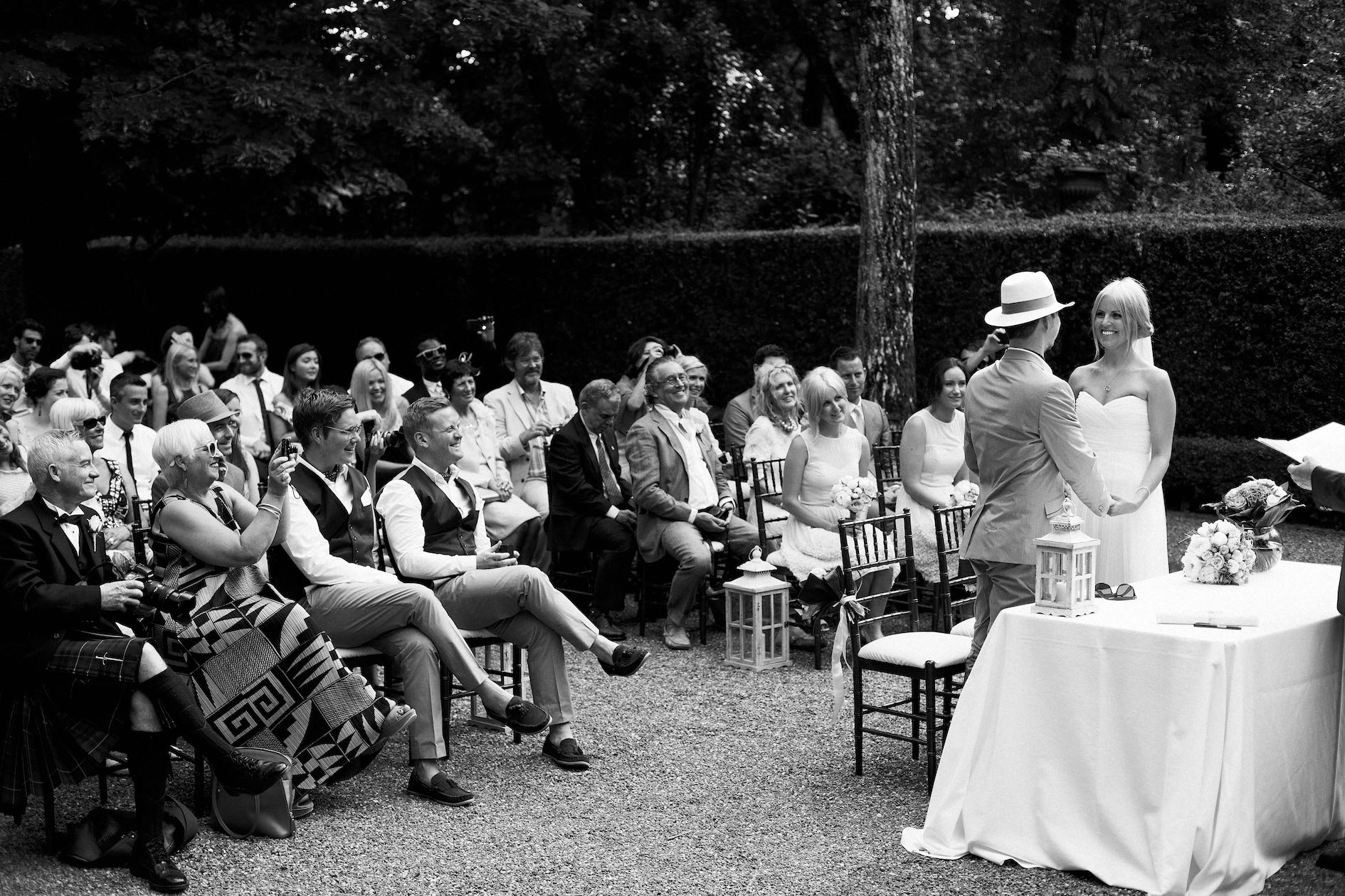 Wedding ceremony in Lucca gardens