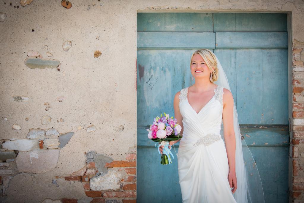 Bright summer wedding in Tuscany