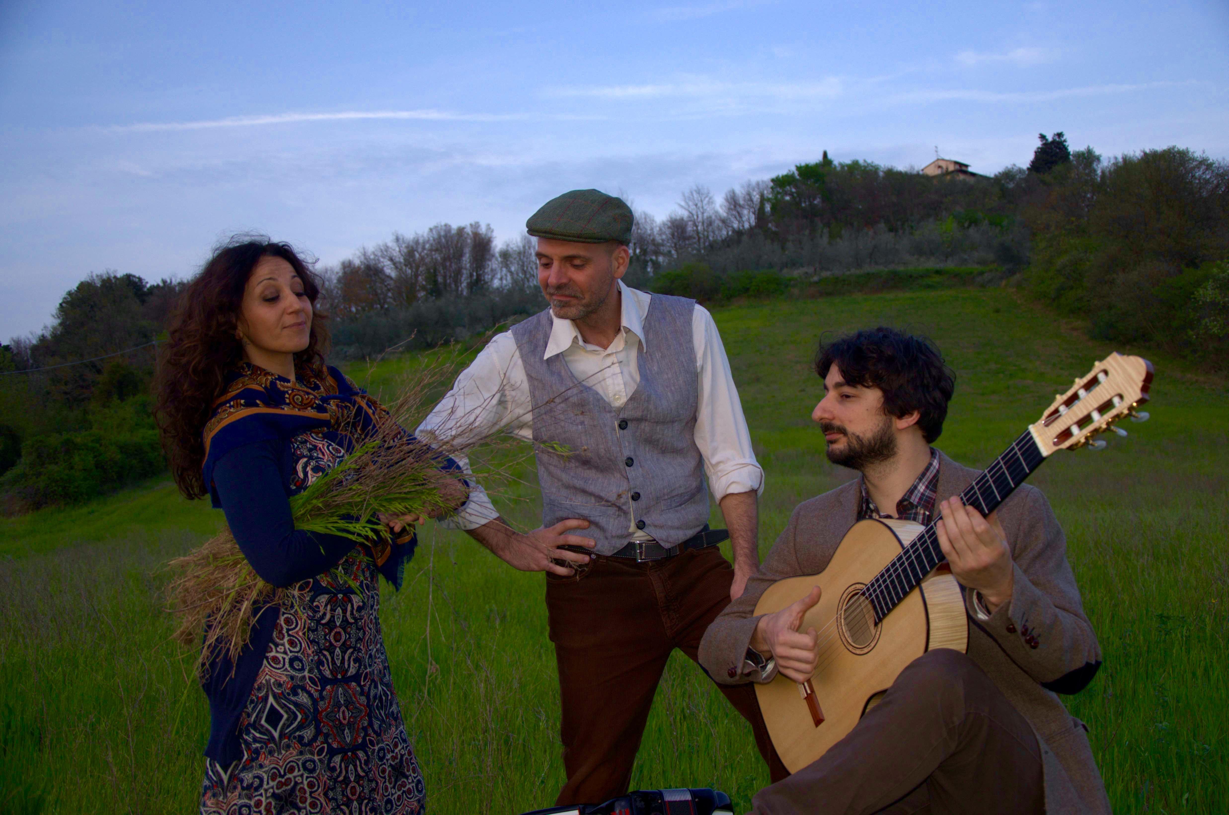 Tuscan Folk trio guitar accordion female vocals