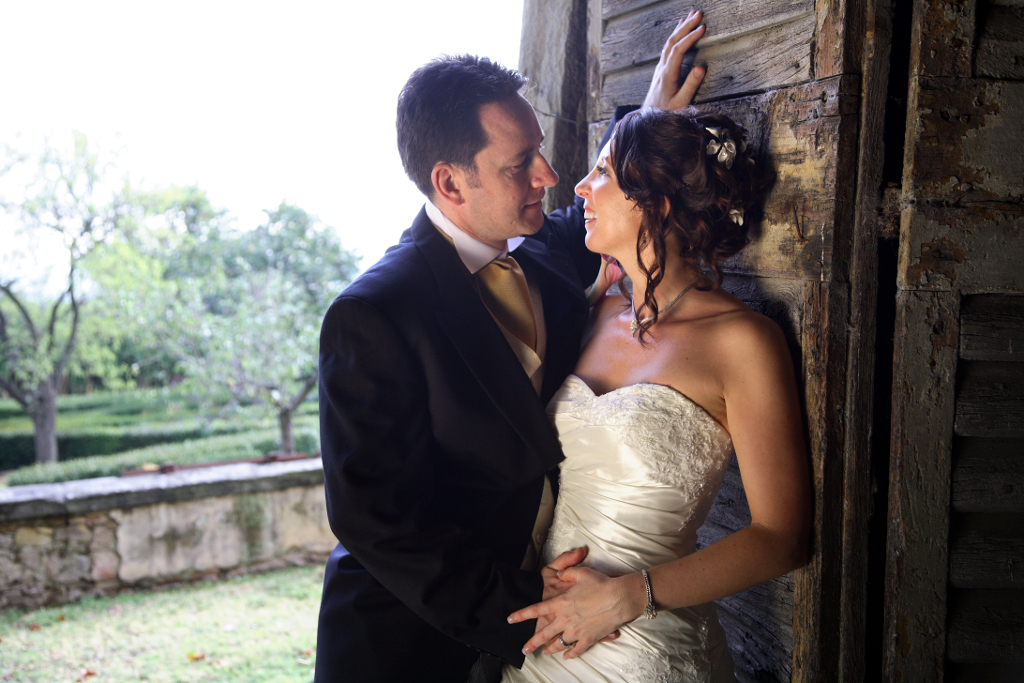 Bridal couple in old barn Florence