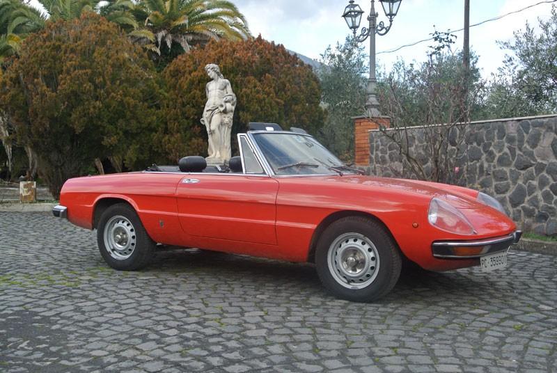 Alfa Romeo Duetto red